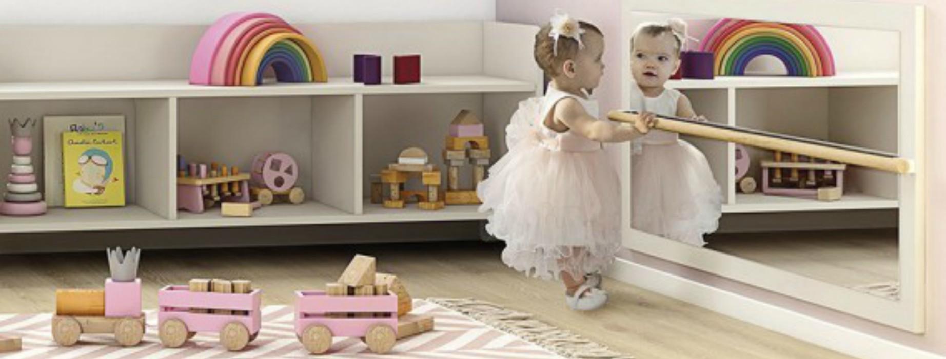 En qué puede ayudar a tu hijo un espejo montessori imagen